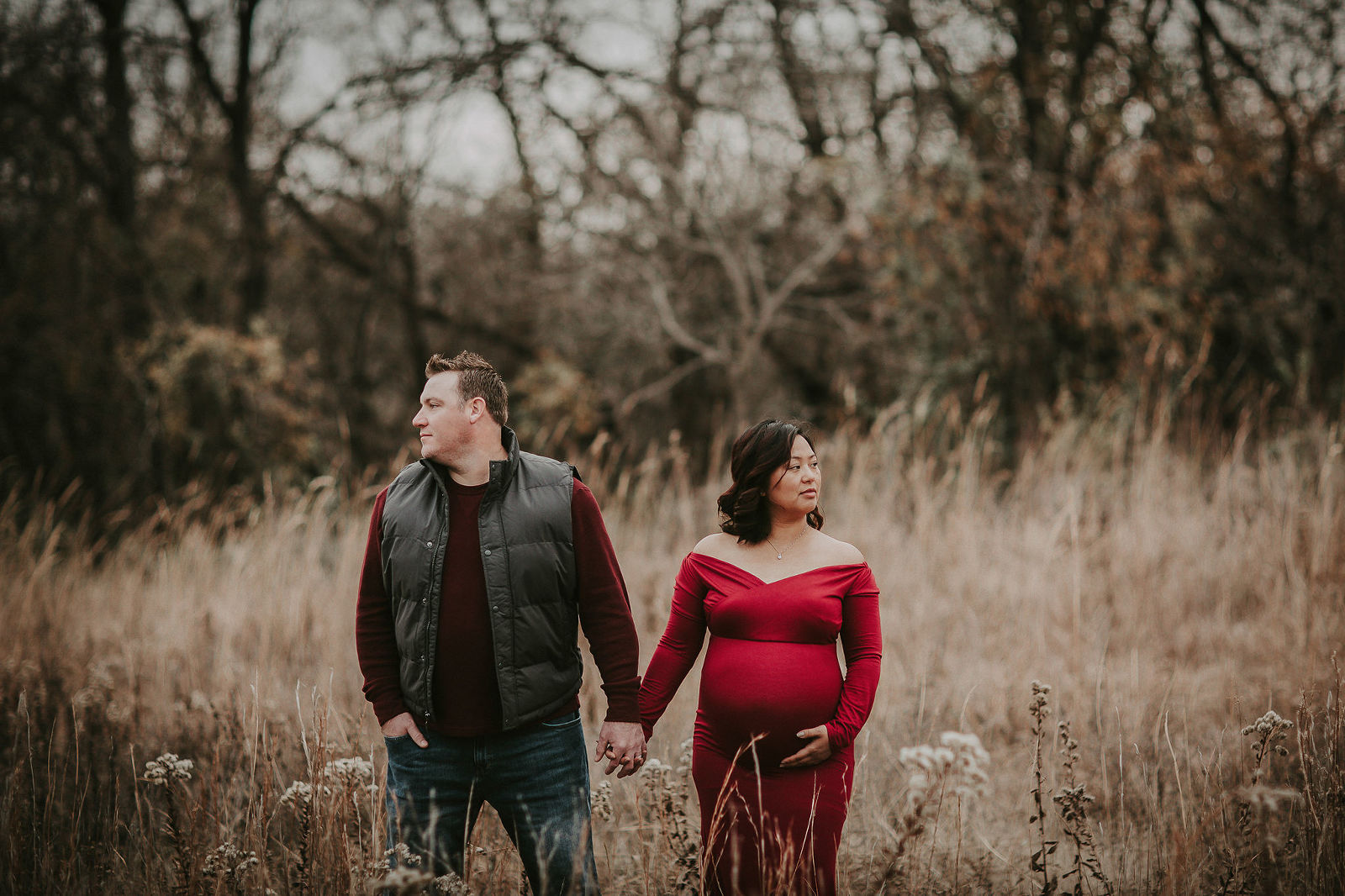 Kansas City Maternity photographer outdoor in field